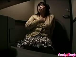 ビデオBOXで素人巨乳女性が自前のローターでオナ二ー
