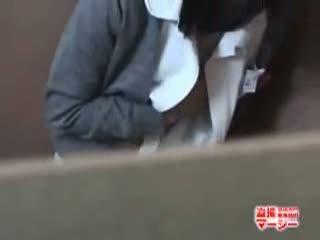 【一般人】トイレで隠れてひとりHをする様子を撮られた白衣の天使の頓馬!-