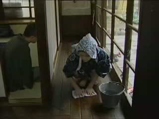 家屋の使用人として働く女子が坊ちゃまに性処理まで強要される-