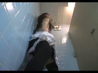 メイド服姿の美少女がトイレに籠り、こっそり手マンオナニーに喘いでる姿を盗撮しちゃいましたw